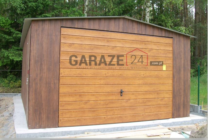 Garaż blaszany 4,5×5,5 metrów – dwuspadowy – blacha ciemny orzech