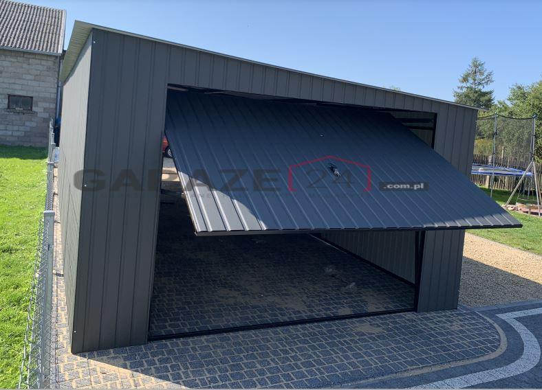 Garaż blaszany przejazdowy 4×11, dwie bramy uchylne, spad na prawy bok